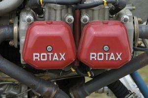 Hvordan du justerer forgasseren på en gammel motorsykkel