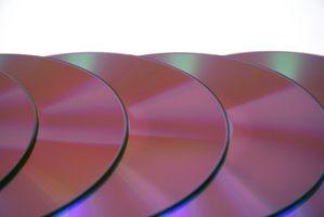 Hvordan legge til en CD-veksler til 2000 Infiniti I30