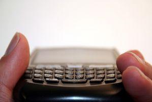 Hvor å låse opp en mobiltelefon for BlackBerry 8830