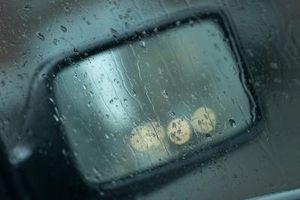 Hvordan du slår på oppvarmet speil på en Chevrolet-Truck