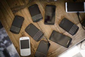 Hva skjer hvis du tar den batteriet ut av din BlackBerry mens er det sletter?