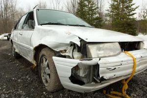 Hvordan bestemmer et forsikringsselskap hvis en bil summeres?