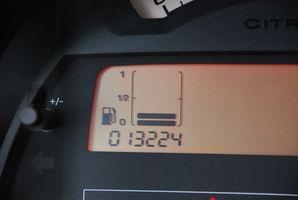 Hvordan erstatte en Ford Ranger 2001 drivstoffpumpe