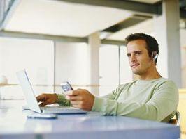 Hvordan laste ned SMS-meldinger fra en mobiltelefon
