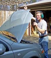 Hvordan du bytter olje på en 2006 Mitsubishi Lancer