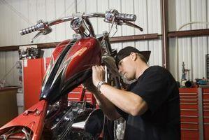 Hvordan endre olje på en 2 takts motorsykkel