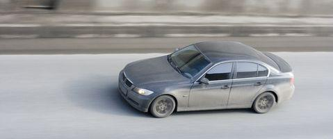 Hvordan fjerne gasstanken fra en BMW 325