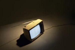 Hvor å fastsette en Panasonic TV farge med en Magnet