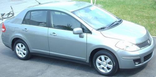 Nissan Versa 4 døren vs Hyundai Elantra