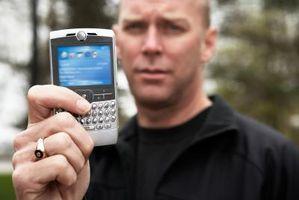 Hvordan å gjøre en tilbakestilling på en BlackBerry 8330