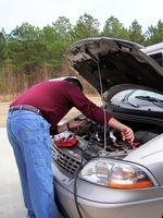 Hvordan sjekker jeg trekning av et bilbatteri?