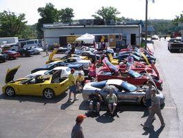 Hvordan tilbakestiller jeg dekktrykket på en 1997 Corvette?
