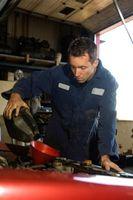 Hvordan legge til automatgir væske til en 2003 Honda Odyssey