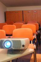 Hvordan du knytter en projektorskjermen til en ramme