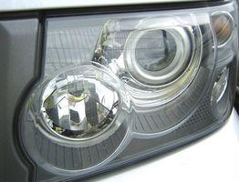Hvordan endre frontlys pære i en 1999 Chevy Malibu