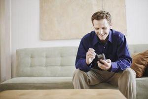 Hvordan endre SIM-kortet i en Blackberry Curve