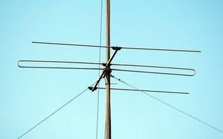 Hva er en dBi nummer i antenner?