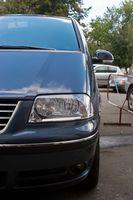 Hvordan fjerner jeg frontruten svaber skuffen fra 1998 Dodge campingvogn?