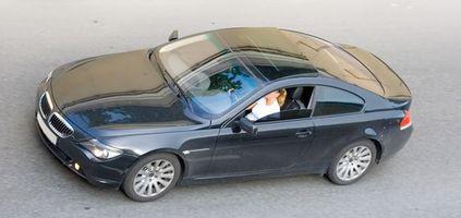 Hvor å fastsette en brikke på en bil