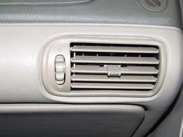Hvordan erstatte varmeapparatet kjernen på en 1996 Chevy Blazer