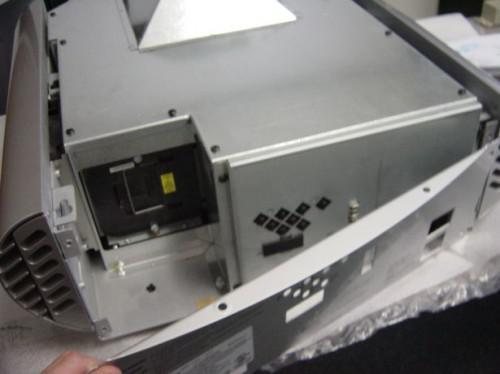 Hvordan erstatte en lampe for hjemmekino-projektor