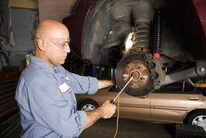 Hvordan endre bremseklossene på en BMW 323 1
