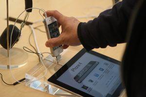 Forskjeller mellom iPhone & Droid Eris