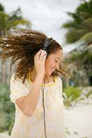 Hvordan å sette musikk på din Samsung D807