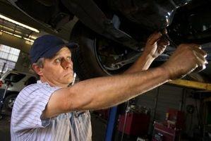 Hvordan erstatte høyre akselen på en Subaru Outback 2003