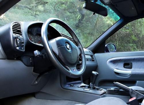 Hvordan fjerne rattet fra en BMW 328i