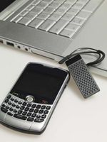 Hvordan installere et MicroSD i en BlackBerry Curve 8330