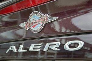 Hvordan sjekke bak munnstykke for avrimingssystem på en Oldsmobile Alero
