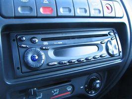 Hvordan installere en Radio i en Ford Courier