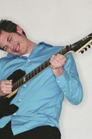 Hvor å fastsette en Crackly gitar Jack