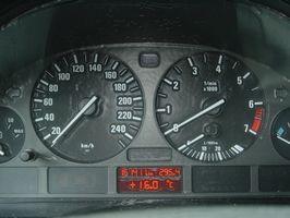 Hvordan å fjerne tankestreken på en 1994 Toyota Pickup