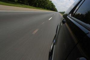 Hvordan flytte Over for stoppet utrykningskjøretøy i Virginia