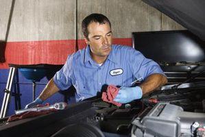 Hvor å erstatte Fuel filteret på en 1998 Ford Escort