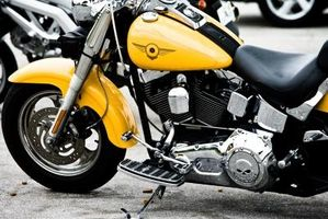 Hvordan fjerne batteriet 2003 Harley Davidson Dyna lav rytter