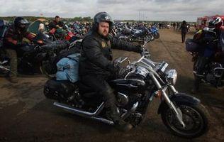 Hvordan du justerer en motorsykkel med dra rør