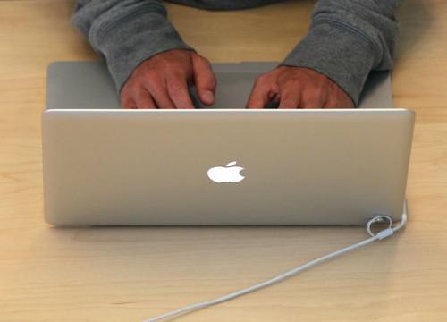 Hvordan overføre mine kontakter fra en iPhone som en BlackBerry Storm med en Mac