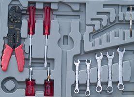 Hvordan å sette sammen en erstatning Throttle Body injektor