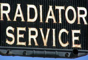 Hvordan reparerer en Auto Radiator lekkasje?