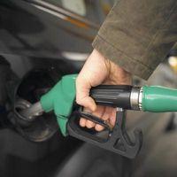 Hvordan forbedre drivstofføkonomi i en 2006 Dodge RAM 2500 HEMI