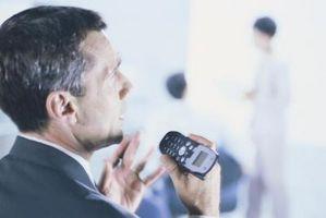 Hvordan du slår høyttaleren på & av på en episk 4G-mobiltelefon