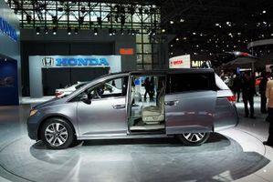 Hvordan sjekke automatgir væske i en Honda Odyssey