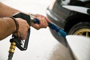 Hvordan fjerne Salt flekker fra bilen maling
