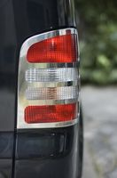 Hvordan endrer jeg bremselys på en 2000 Honda Odyssey?