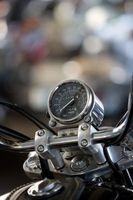 Hvordan gjøre en Wheelie Bar for en motorsykkel