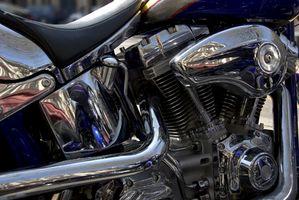 Hvordan endrer jeg olje i en 1995 Harley-Davidson Dyna Lowrider?