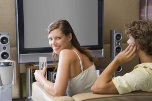 Hvordan du kobler en HDTV til en mottaker for surroundlyd